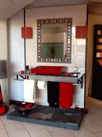Plateaux en lave et Encadrement de miroir en lave avec insertions