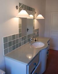 Lave- émaillée- et- carrelages- de- terre- cuite- émaillée- pour- le- plan- de- travail, les murs- et- la- douche- couleur -Gris- Perle